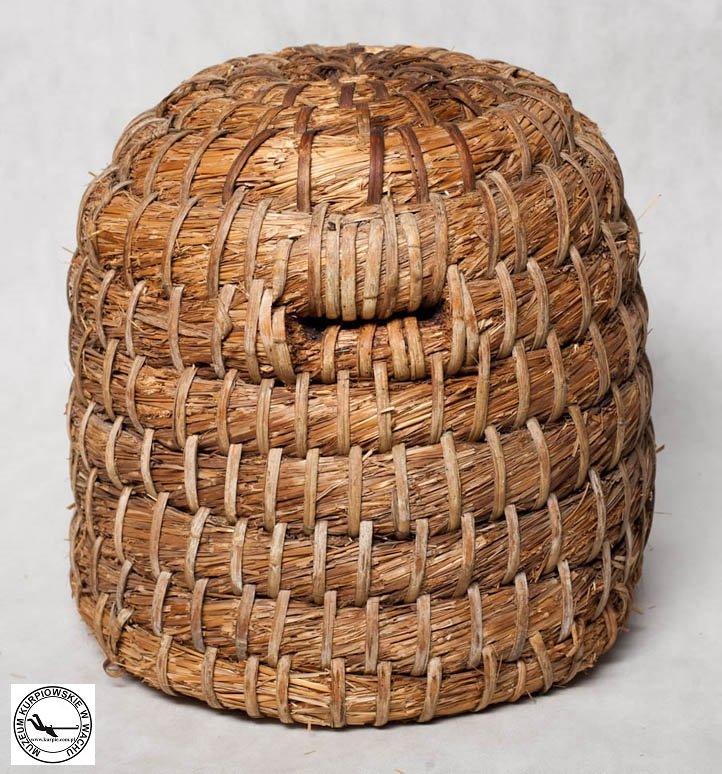 Ul ze słomy - kuszka w Muzeum Kurpiowskim w Wachu