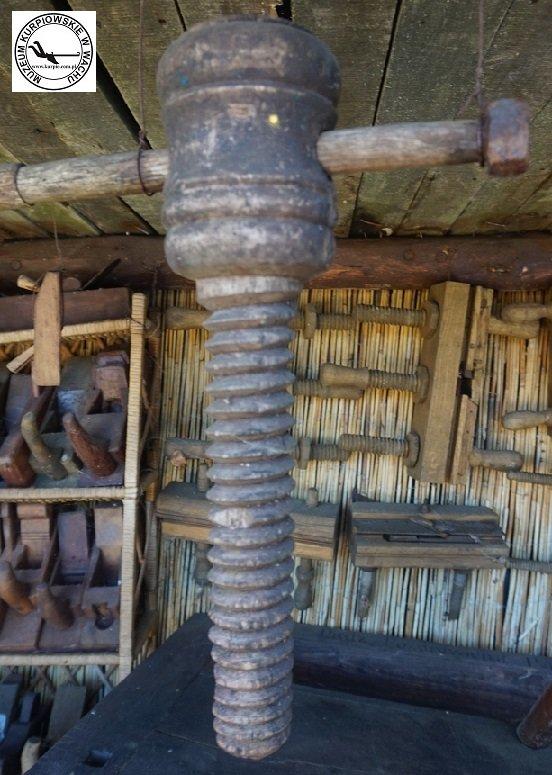 Śruba drewniana i strugi