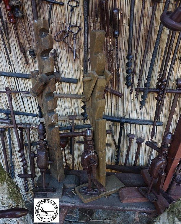 Świdry i ręczne wiertarki