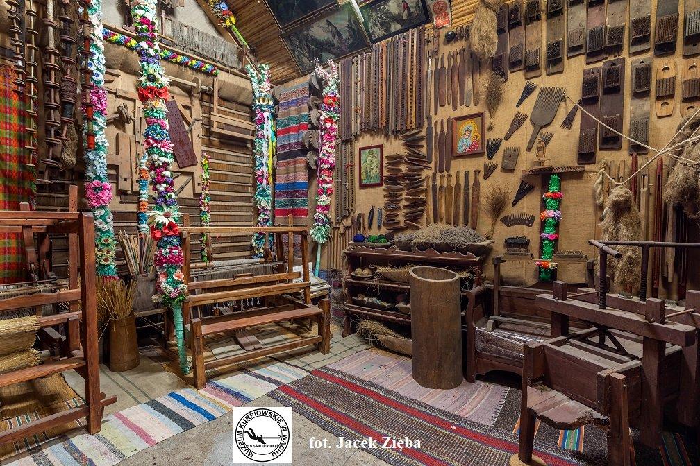 Wycinek ekspozycji tkactwa Muzeum Kurpiowskie w Wachu
