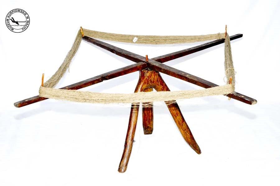 Zzijaki - motowidła tkackie Muzeum Kurpiowskie w Wachu