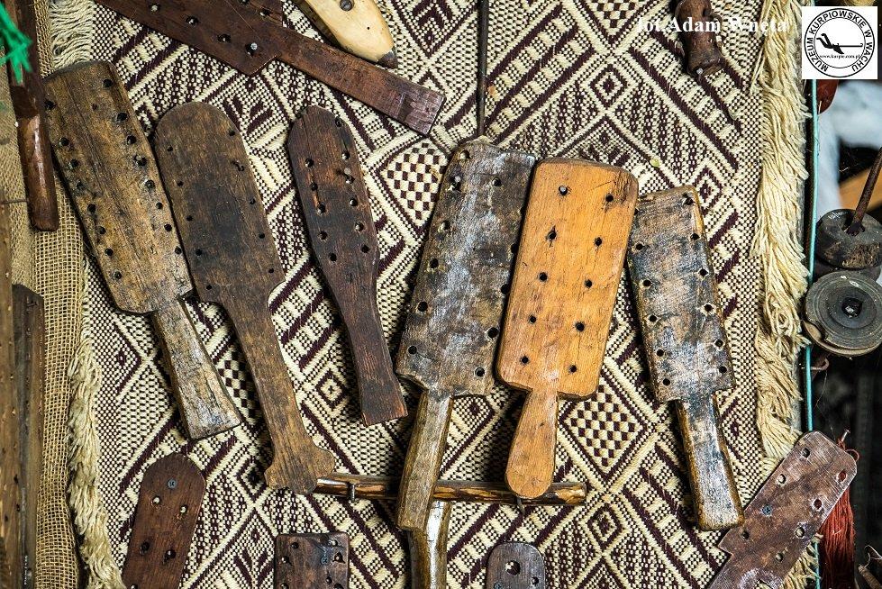 Deski do osnowy Muzeum Kurpiowskie w Wachu