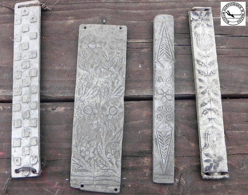Aluminiowe rzeźbione wzorniki do wypalania na słomiankach Muzeum Kurpiowskie w Wachu