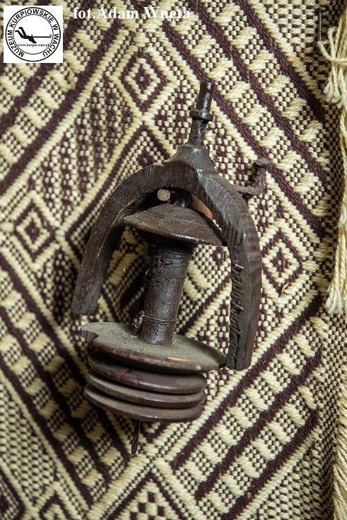Wrzeciono tkackie Muzeum Kurpiowskie w Wachu