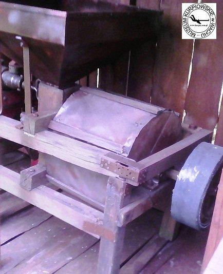 Żarna na kierat i silnik - śrutownik